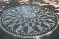 Mosaique Imagine, en l'honneur dans John Lennon (située dans le Strawberry Fields à Central Park)