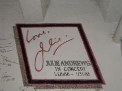 Autographe de Julie Andrews. / Julie Andrews' autograph.