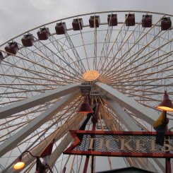 Grande roue du Navy Pier. / Ferris wheel at the Navy Pier.