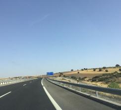 On a traversé des champs et des orangeraies (entre Cordoue et Tolède). / We crossed fields and orange groves (between Cordoba and Toledo).
