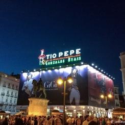 Madrid - La fameuse enseigne lumineuse Tio Pepe. / The famous enlightened ad Tio Pepe.