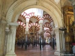 Intérieur de la Mezquita à Cordoue. / Interior of the Mezquita in Cordoba.