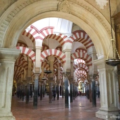 Córdoba - Intérieur de la Mezquita à Cordoue. / Interior of the Mezquita in Cordoba.