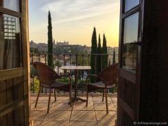 Levé du soleil sur la ville. Un moment tout simplement magique avec une vue magnifique du balcon de notre chambre. / Sunrise over the city. A magical moment with a magnificent view from the balcony of our room.