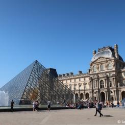 Paris - Musée et pyramides du Louvre