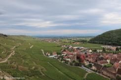 Kaysersberg - Un village entouré de vignes, au pied des montagnes.