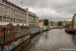 Marché aux fleurs (Bloemenmarkt), à gauche, le long du canal Singel.